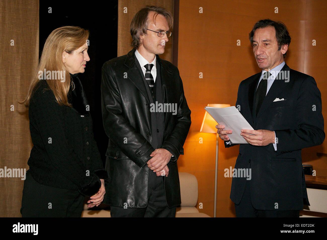 Tokio, Japan. 9. Januar 2015. (L, R) Lucy Birmingham, Richard Lloyd Parry, Thierry Dana, französischer Botschafter Stockfoto