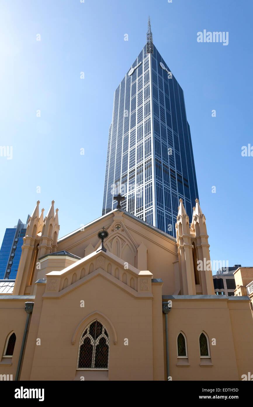St. Franziskus Kirche und Melbourne Central Office Tower in Melbourne, Australien Stockbild
