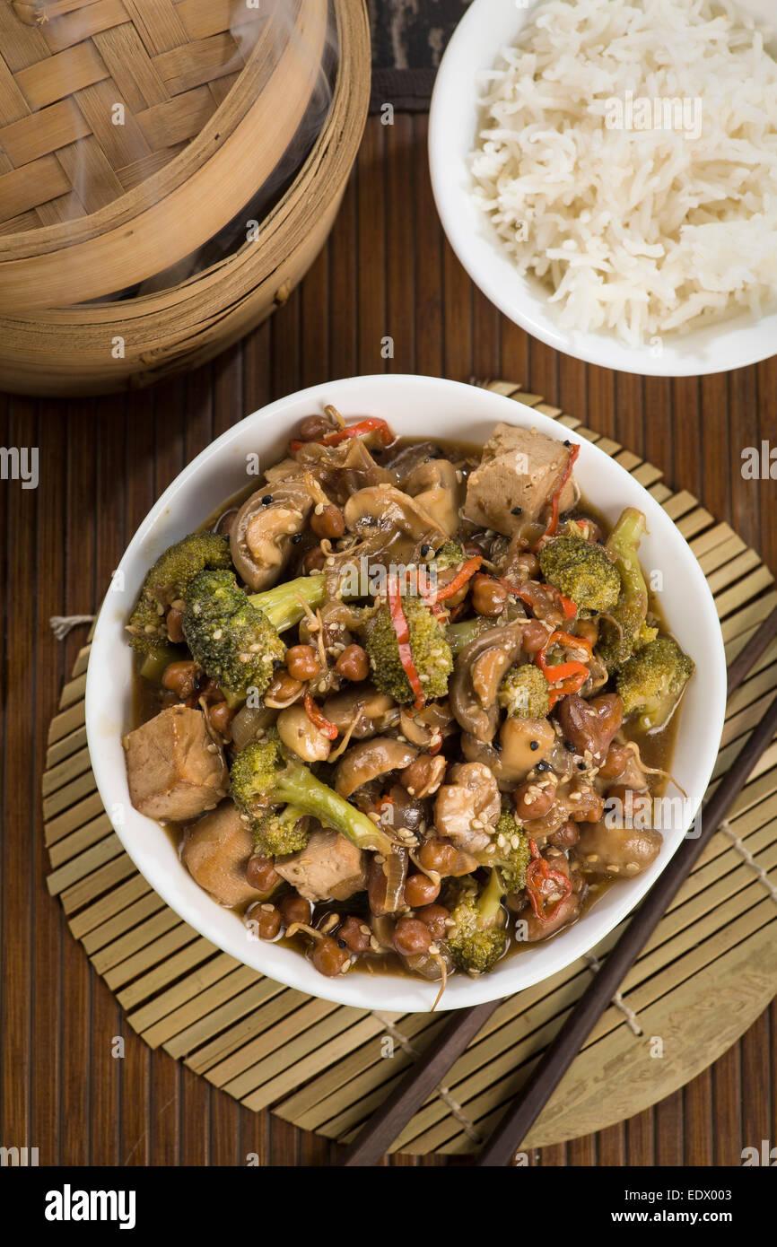 Gebratenes Gemüse in einem chinesischen wok Stockbild