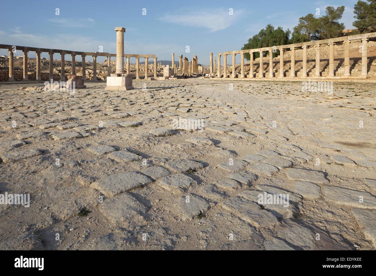 Pflasterarbeiten, ovale Forum, alte römische Stadt Jerash, Teil der Dekapolis, Jerash, Jerash Governorate, Stockbild