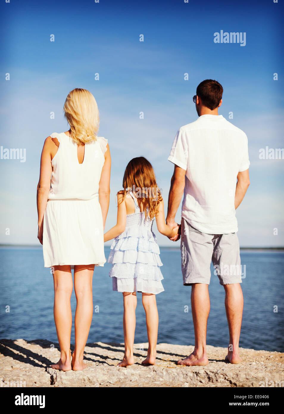 Happy Family im Meer Stockfoto