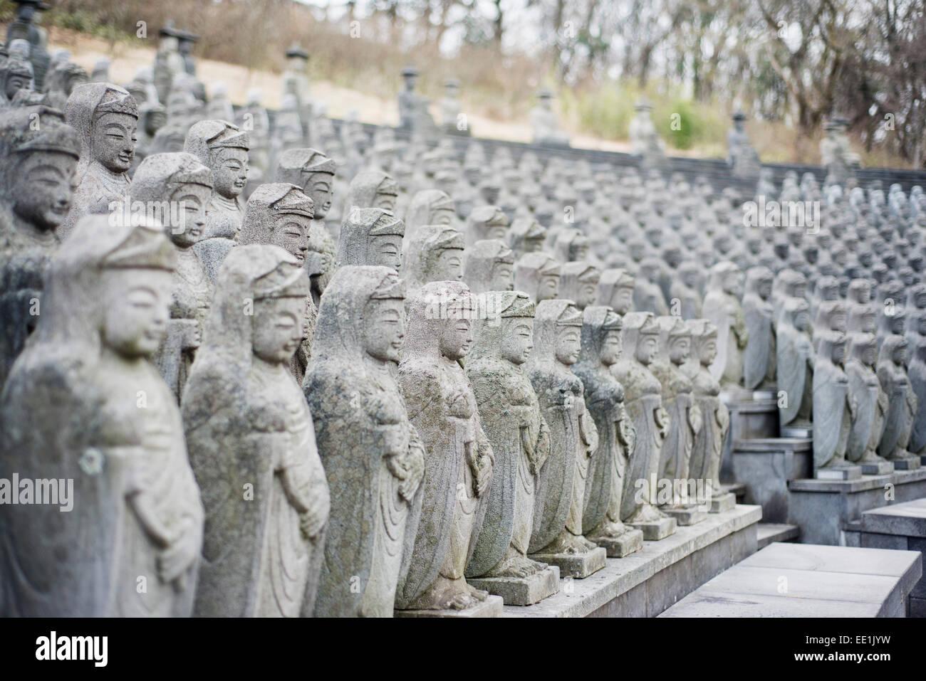 Statuen, wiederaufgebaut buddhistischen Tempel, Insel Jeju, Südkorea, Asien Stockbild