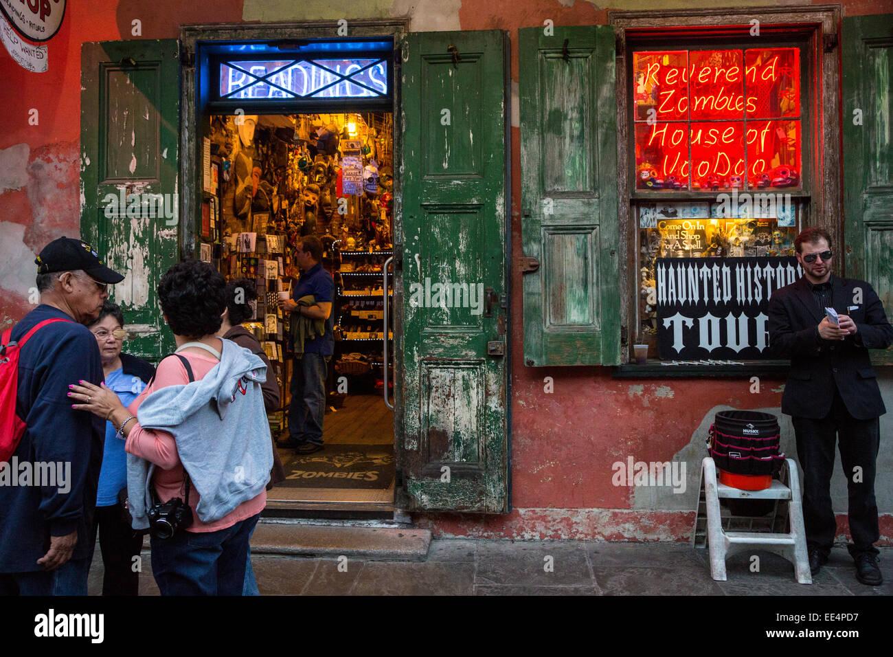French Quarter, New Orleans, Louisiana.  Okkulten Souvenir-Shop, Haunted House Tours.  Lesungen, Haus des Voodoo. Stockbild