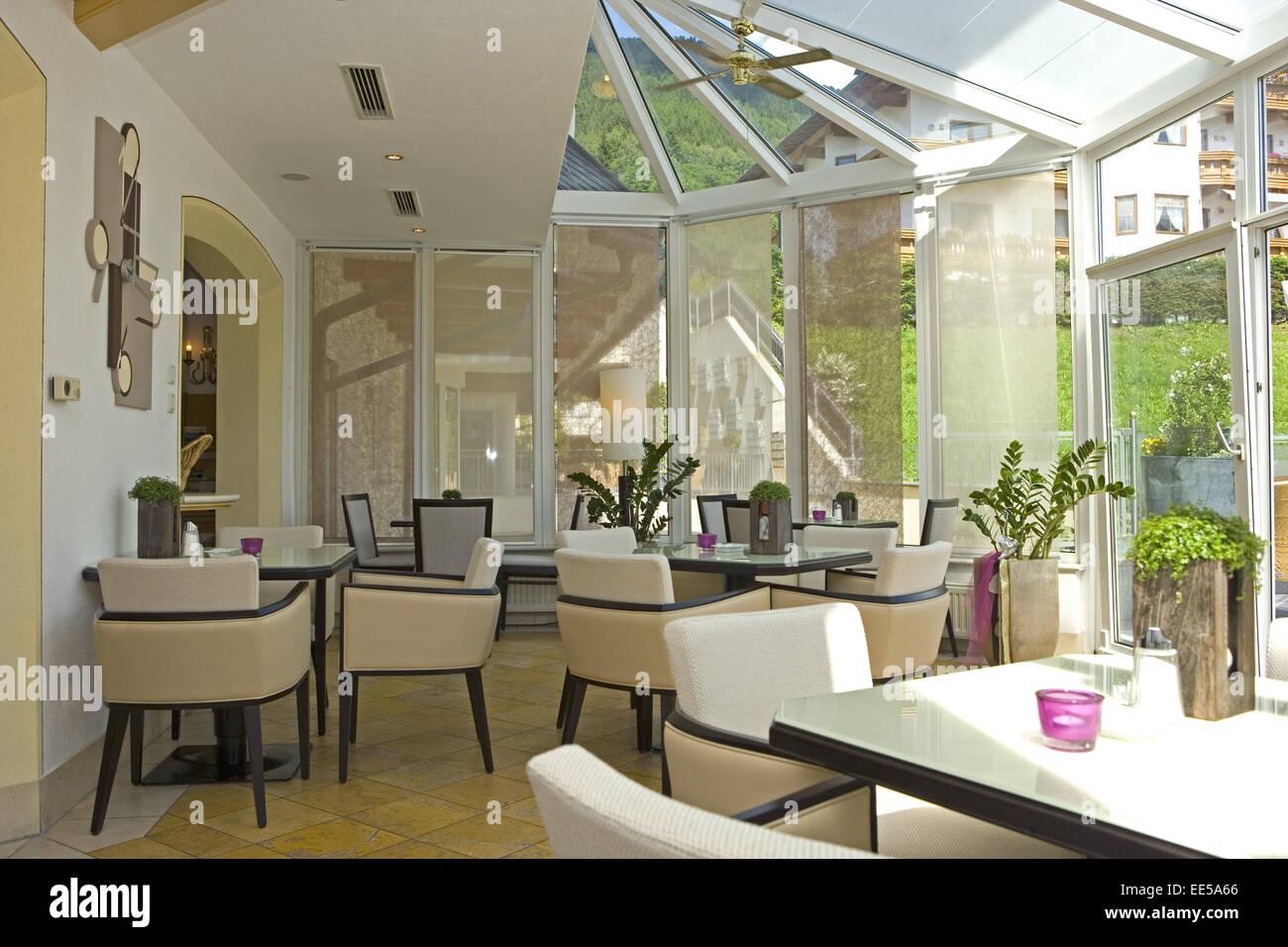 bar bistro cafe wintergarten fenster innenaufnahme restaurant ruhetag stuehle tische. Black Bedroom Furniture Sets. Home Design Ideas
