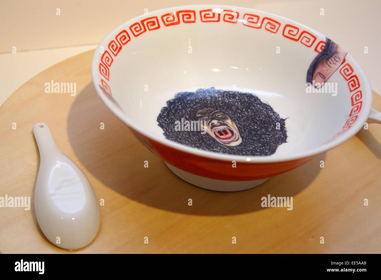 14 Januar 2015 Tokio Japan Ein Nudel Schussel Design Auf Mino Ramen Schussel Ausstellung In Tokio Japan Etwa 25 Keramik Nudel Schalen Ramen Donburi Entworfen Von Autoren Aus Der Mino Keramik Geschirr