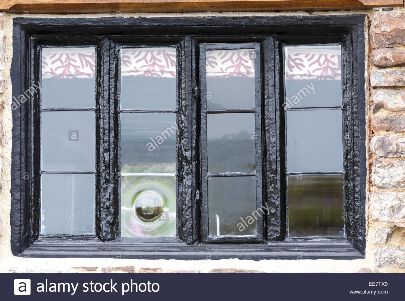 Holz- Fenster mit Metallrahmen und Kunstverglasungen in alte Gebäude ...