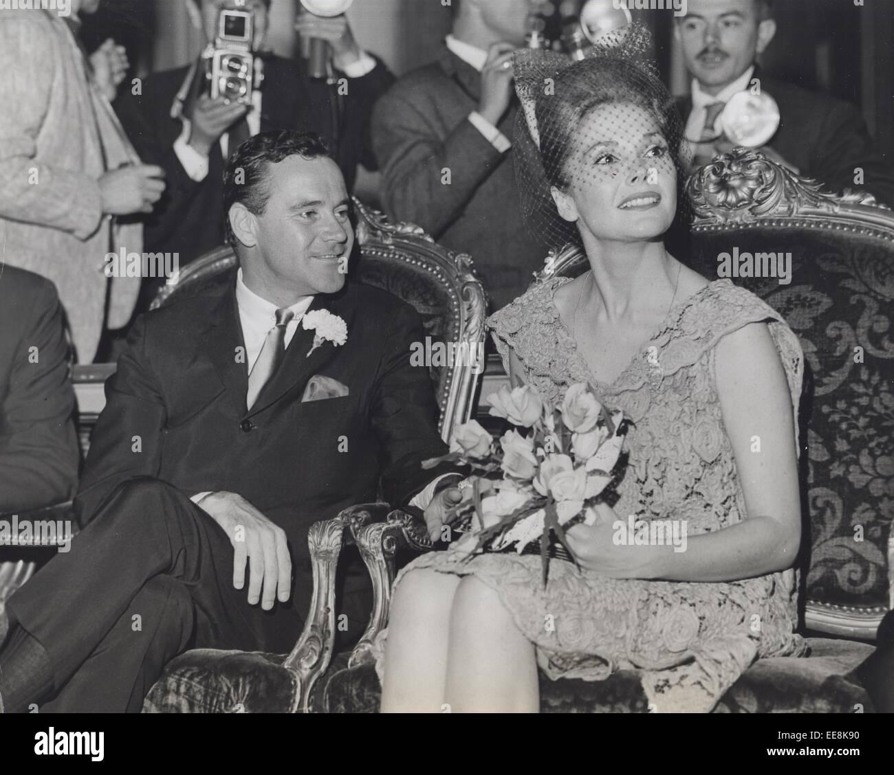 JACK LEMMON mit Frau Felicia Farr-Hochzeit in Paris. © Smp/Globe ...