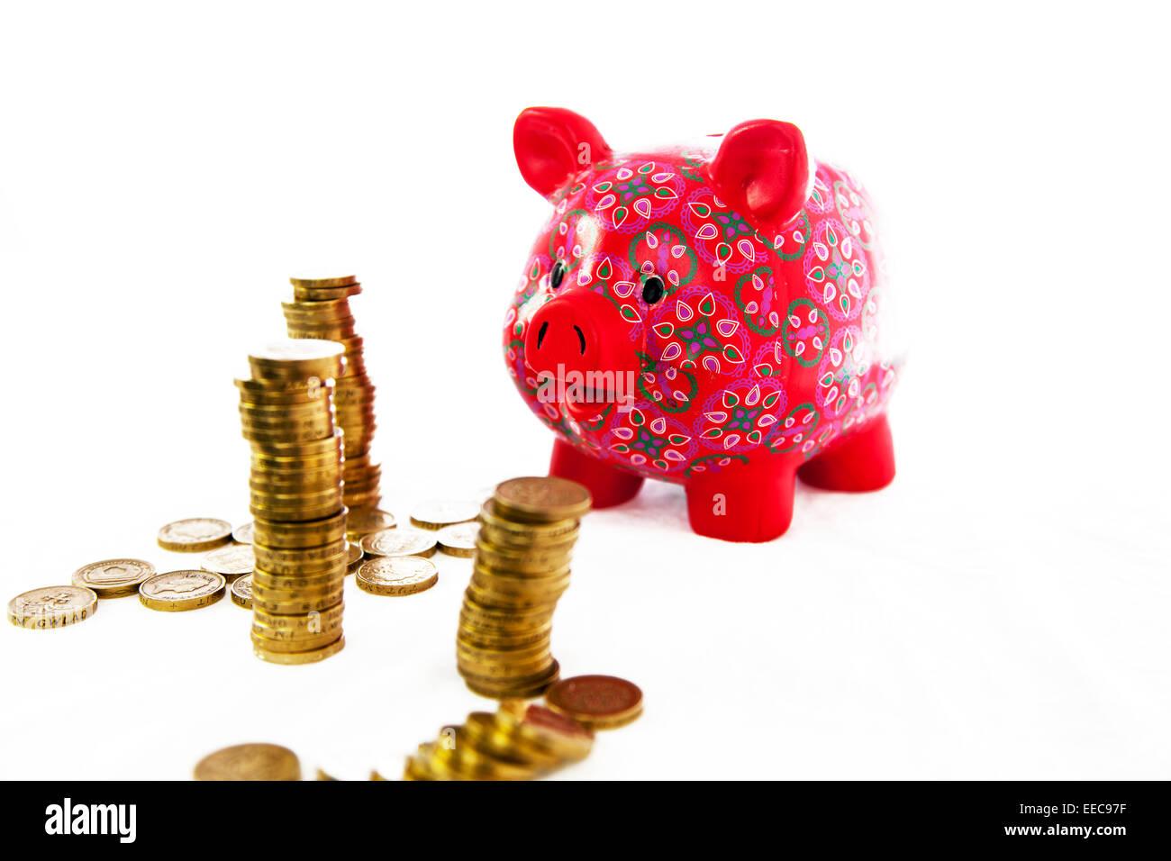 Sparen Geld sparen Münzen Sparschwein Pfund Pfund Münze Barkaution sparen ausgeschnittene Kopie Raum weißen Stockbild