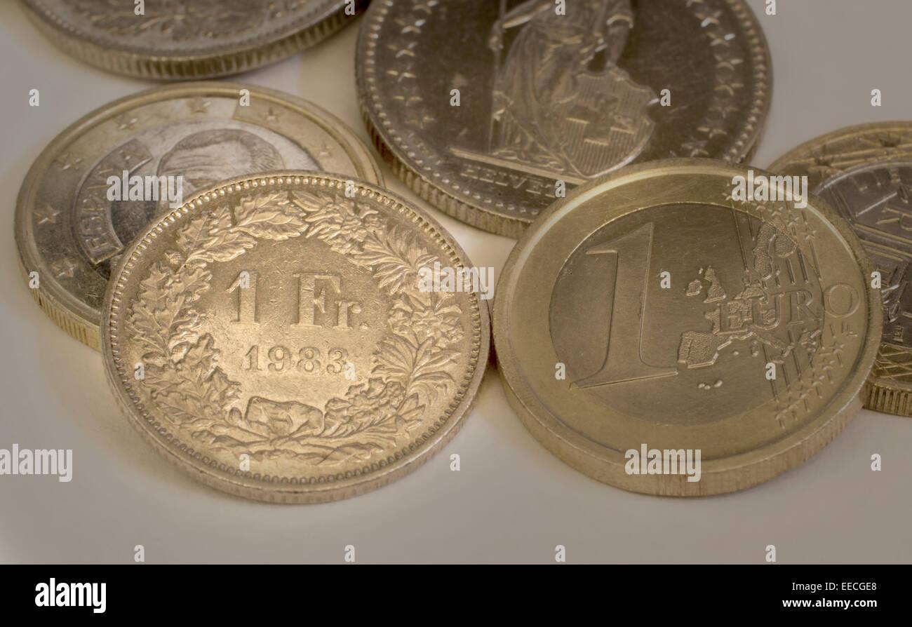 Schweizer Franken Und Euro Münzen Stockfoto Bild 77723024 Alamy