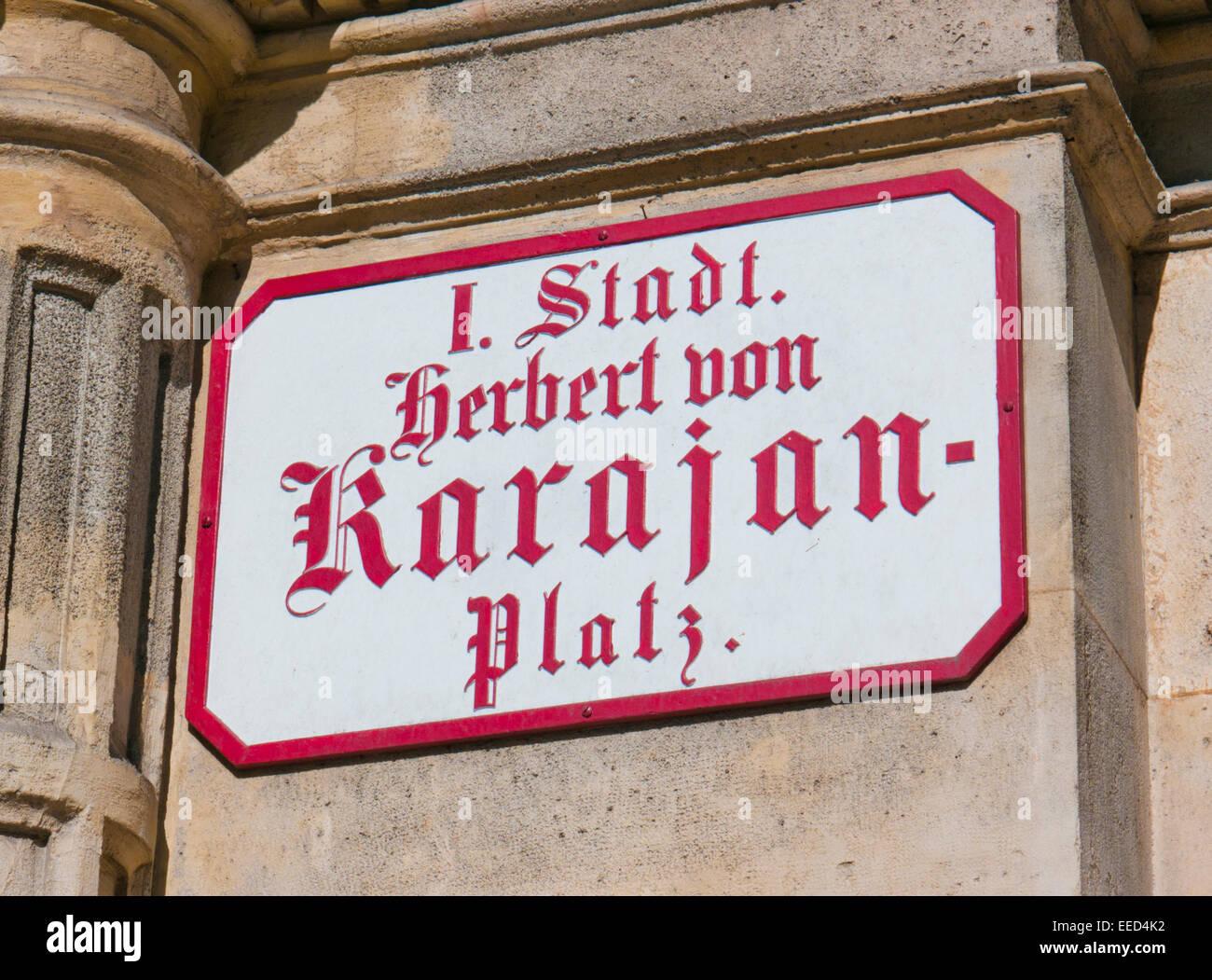 Herbert Von Karajan-Platz nach Hause von der Wiener Staatsoper in Österreich Stockbild