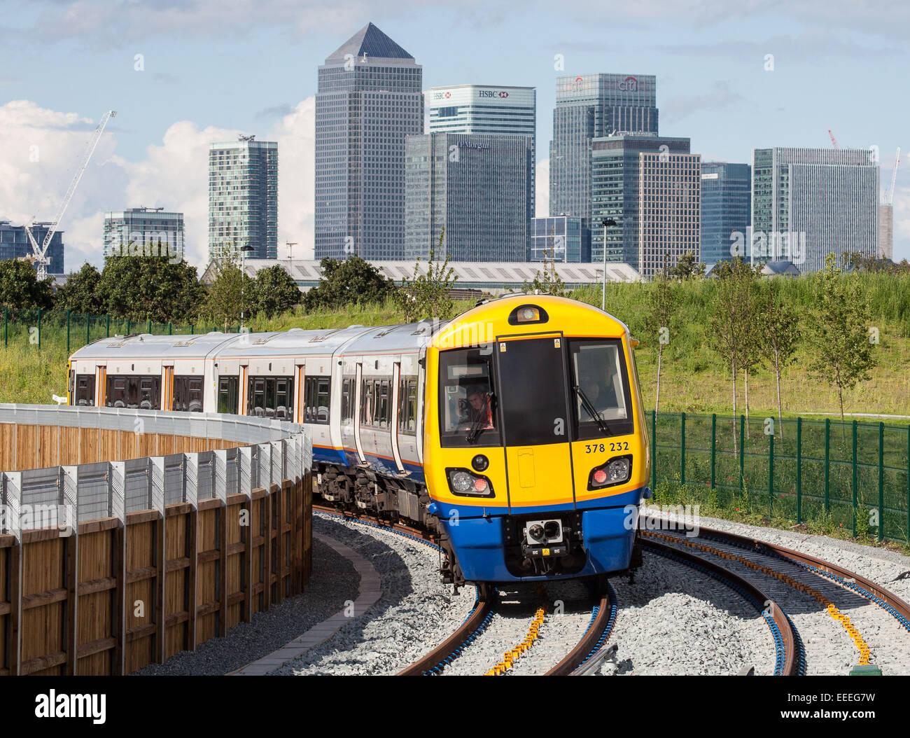London Overground - ELLP Phase 2: der erste Test auf der Strecke trainieren Stockbild