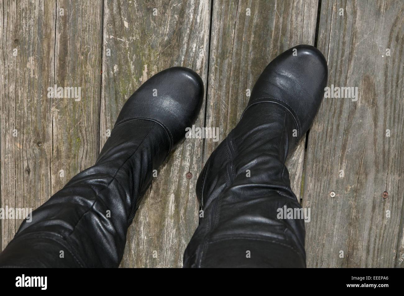 Hohe Schwarze Stiefel Stockfotos & Hohe Schwarze Stiefel