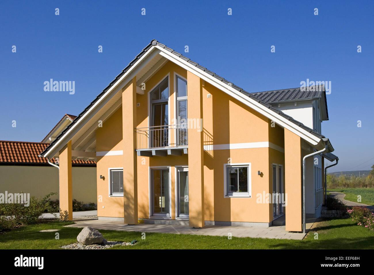 Einfamilienhaus, Architektur, Haus, Wohnhaus, Gebaeude, Eigenheim, Fertighaus, Wohnen, Garten, Infrastruktur, Haeuser, Stockbild