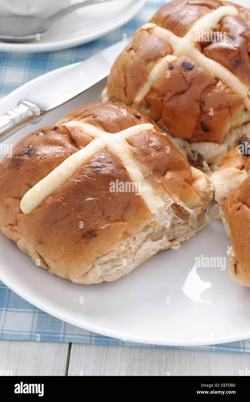 Hot Cross Buns traditionell heißen oder gerösteten während der Fastenzeit gegessen Stockbild