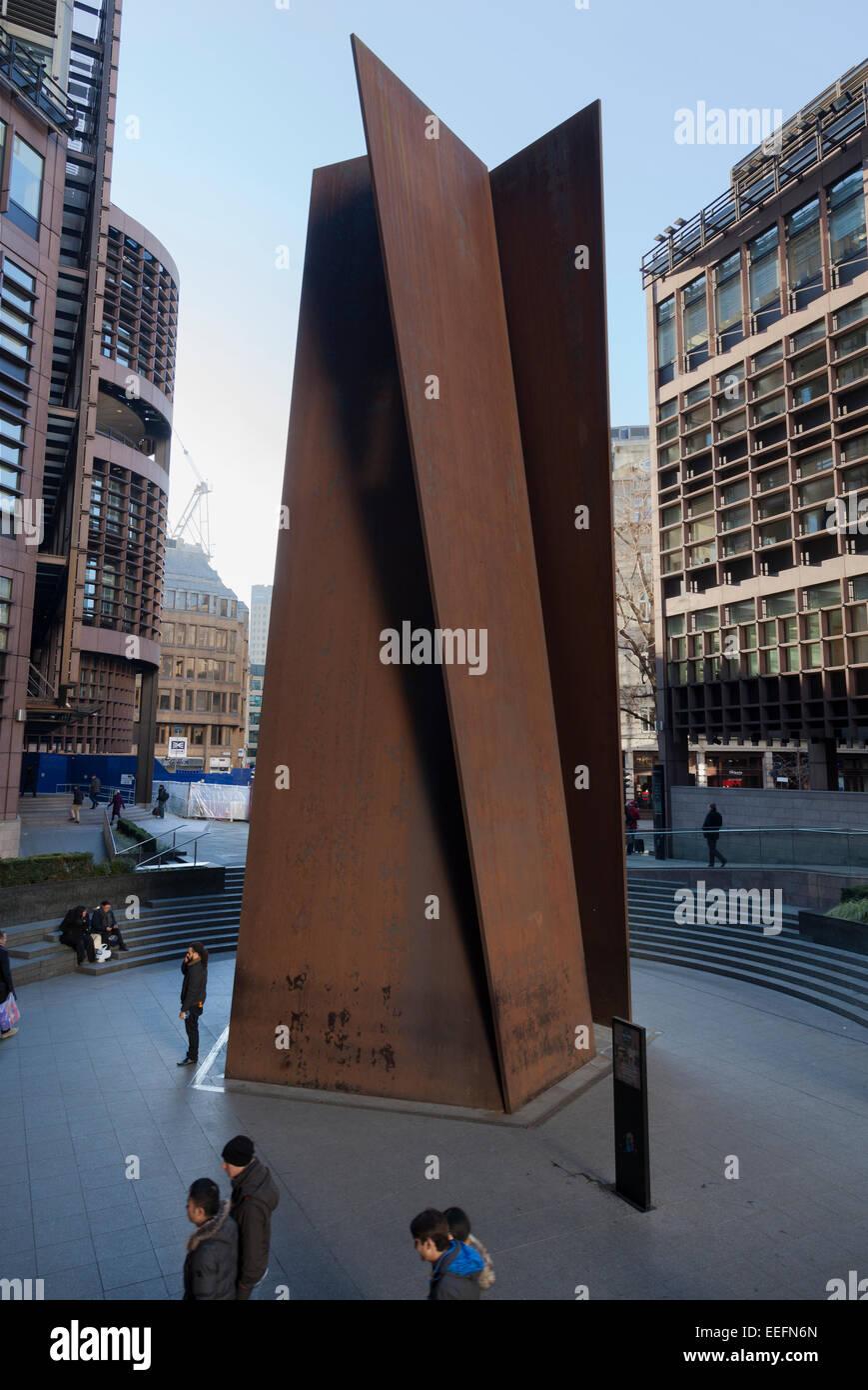 Eisenskulptur von Richard Serra berechtigt Dreh-und Angelpunkt bei der Broadgate Komplex von Liverpool Street Station, Stockbild