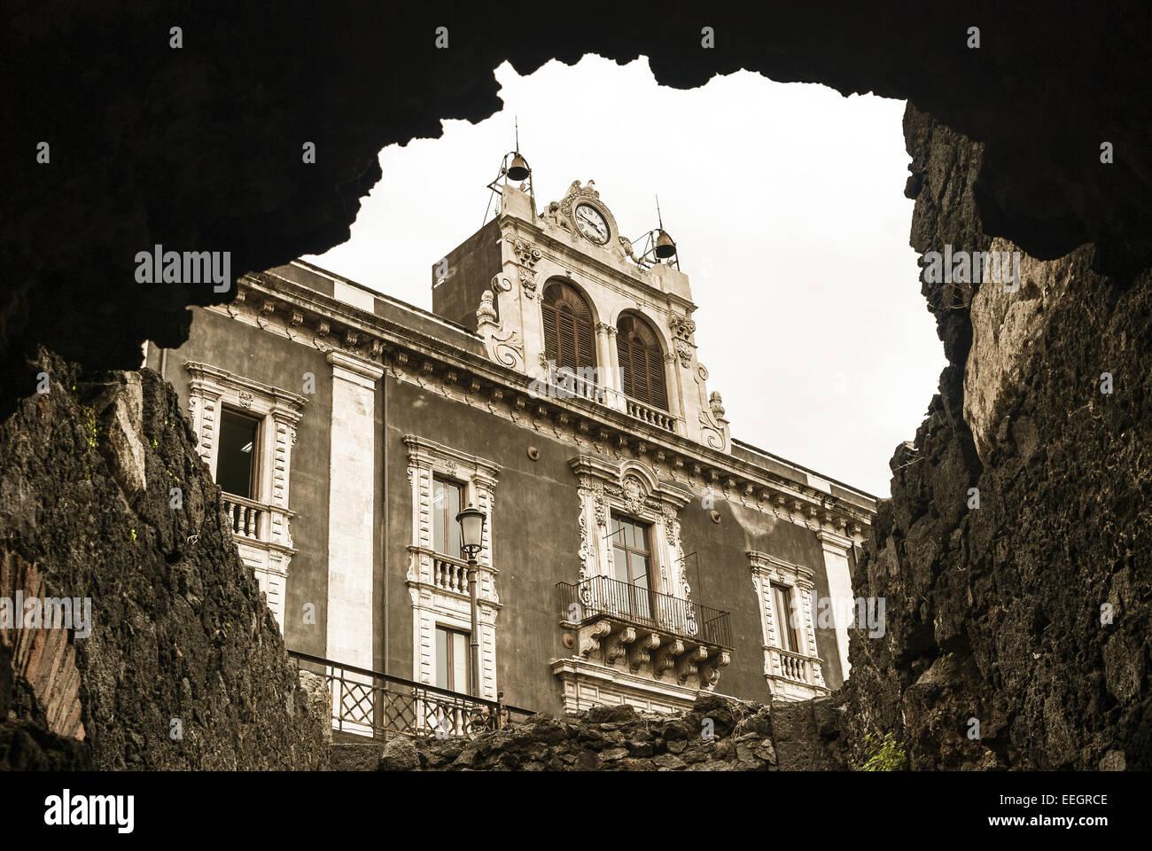 Altes Gebäude in Catania mit vulkanischem Gestein hergestellt. Stockbild