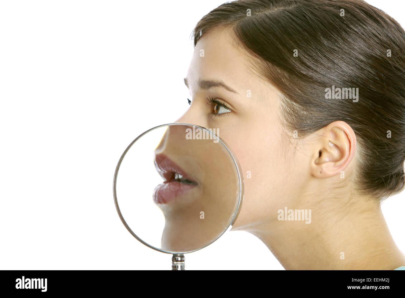 Frau, Jung, Blick Kamera, Portrait, 20-30 Jahre, Dunkelhaarig, Mit gröberen Lupe (Modellfreigabe) Stockbild