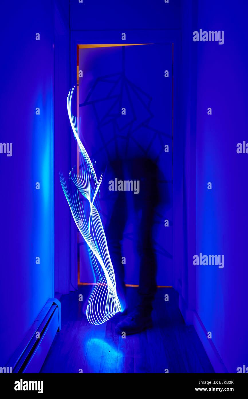Skurrile Lichtmalerei Formen mit LED light stick Stockfoto