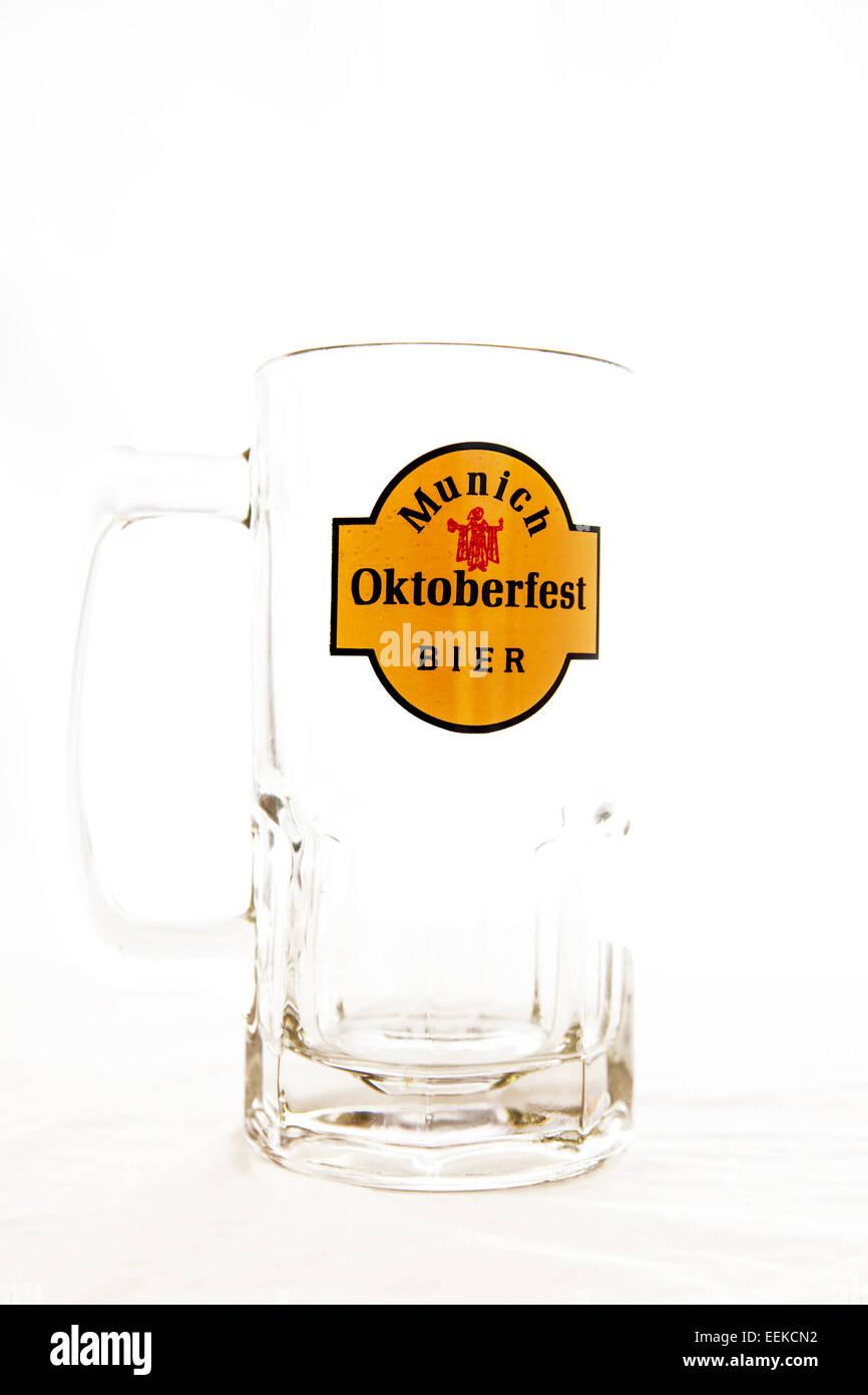 Oktoberfest-Stein Glas München Festival leere Bahre Bier Lager Emblem Abzeichen Kopie Raum weißen Hintergrund Stockbild