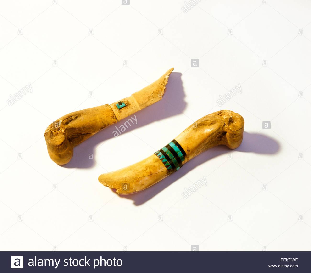 Anasazi Hirsch Knochen Schaber mit eingelegten Jet und Türkis von Pueblo Bonito.  Chaco Culture National Park, Stockbild