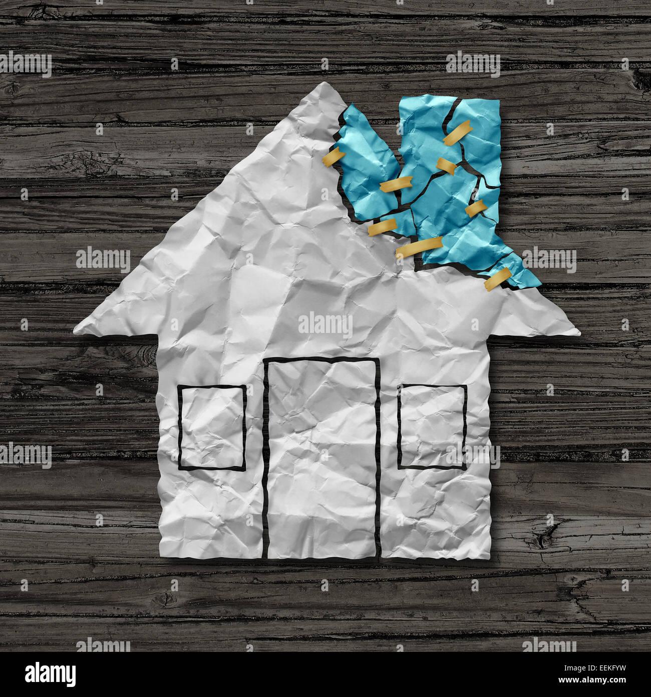 Hauptreparatur Konzept und Haus Verbesserung Symbol als zerknittertes Papier geformt wie eine Behausung mit zerrissenen Stockbild