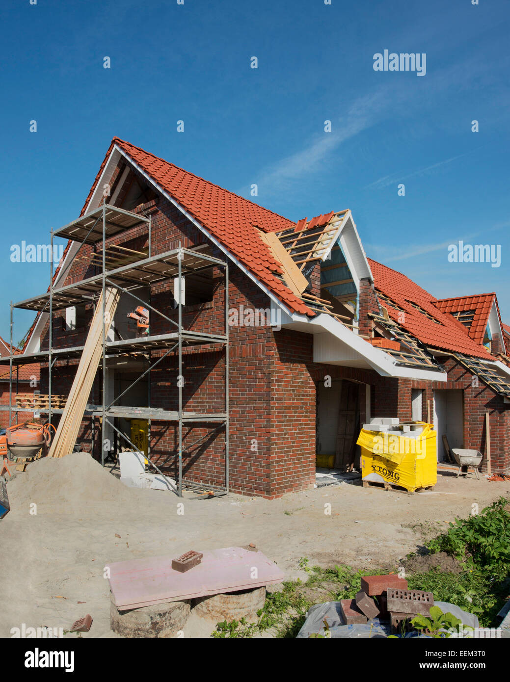 Strab Neu Gebautes Haus, Fertigstellung Des Daches, Aurich, Niedersachsen,  Deutschland