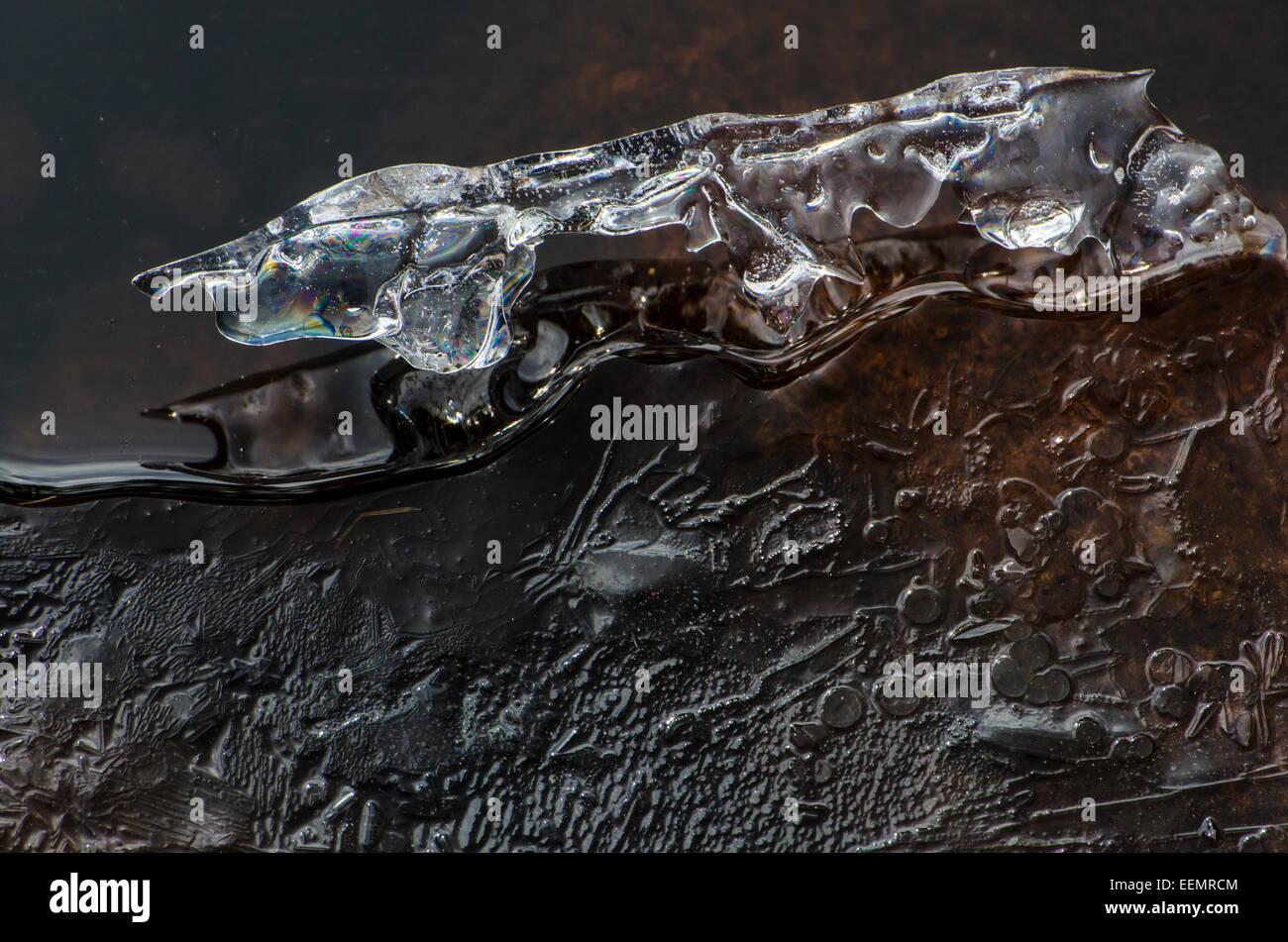 Eisformation in Einem Bach, Finnskogen, Hedmark Fylke, Norwegen, April 2012 Stockbild
