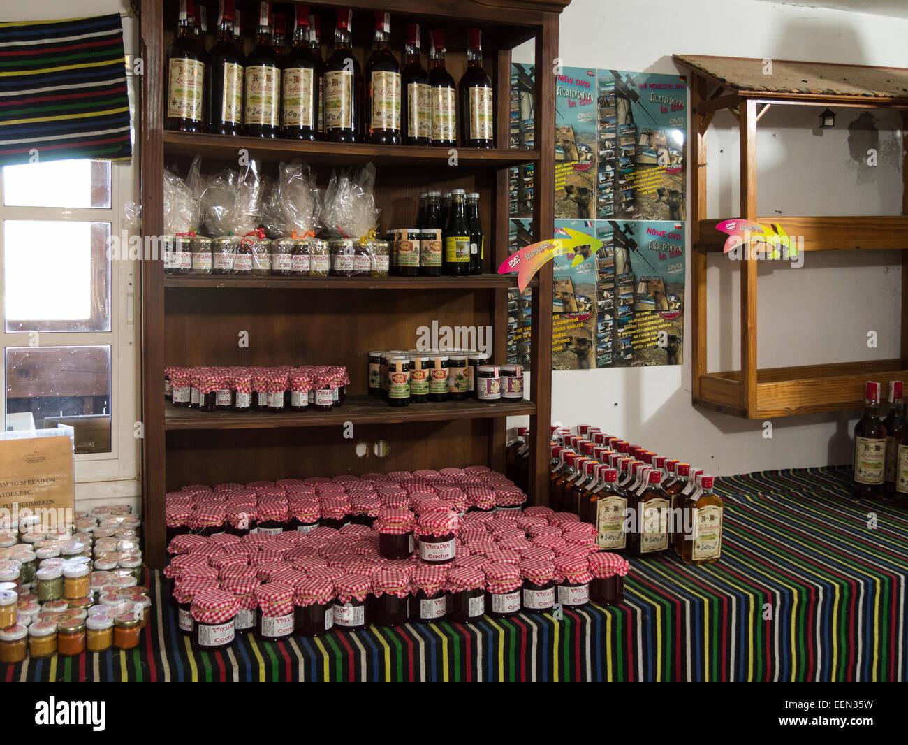 Lokal hergestellte Produkte Cumbres de Betancuria Fuerteventura Kanaren Schafe Ziegen Bauernkäse, Mojo und Stockbild
