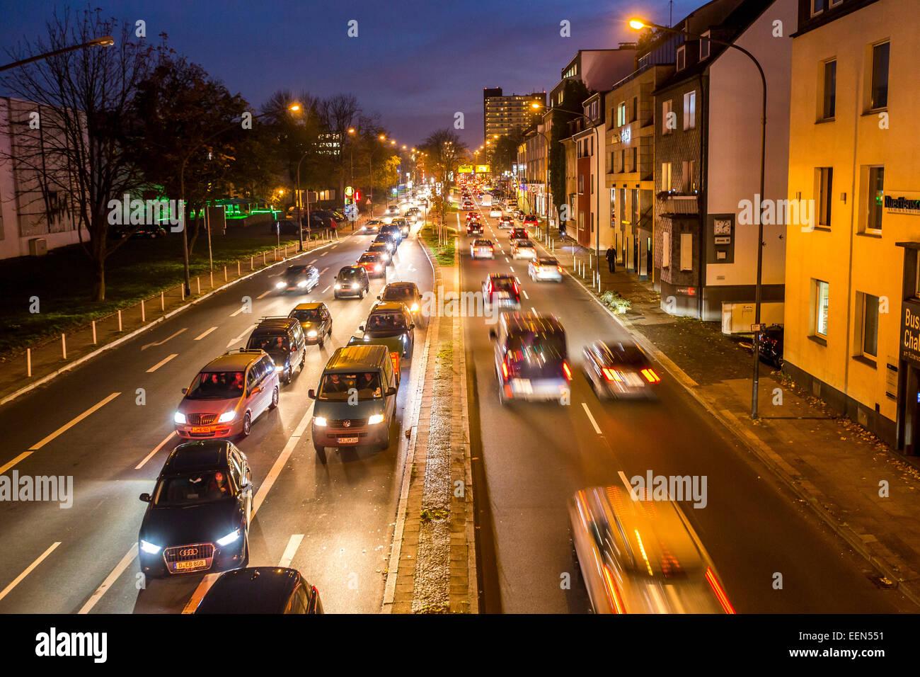 Rush Hour am Abend, Alfred Street, Essen, Deutschland Stockbild