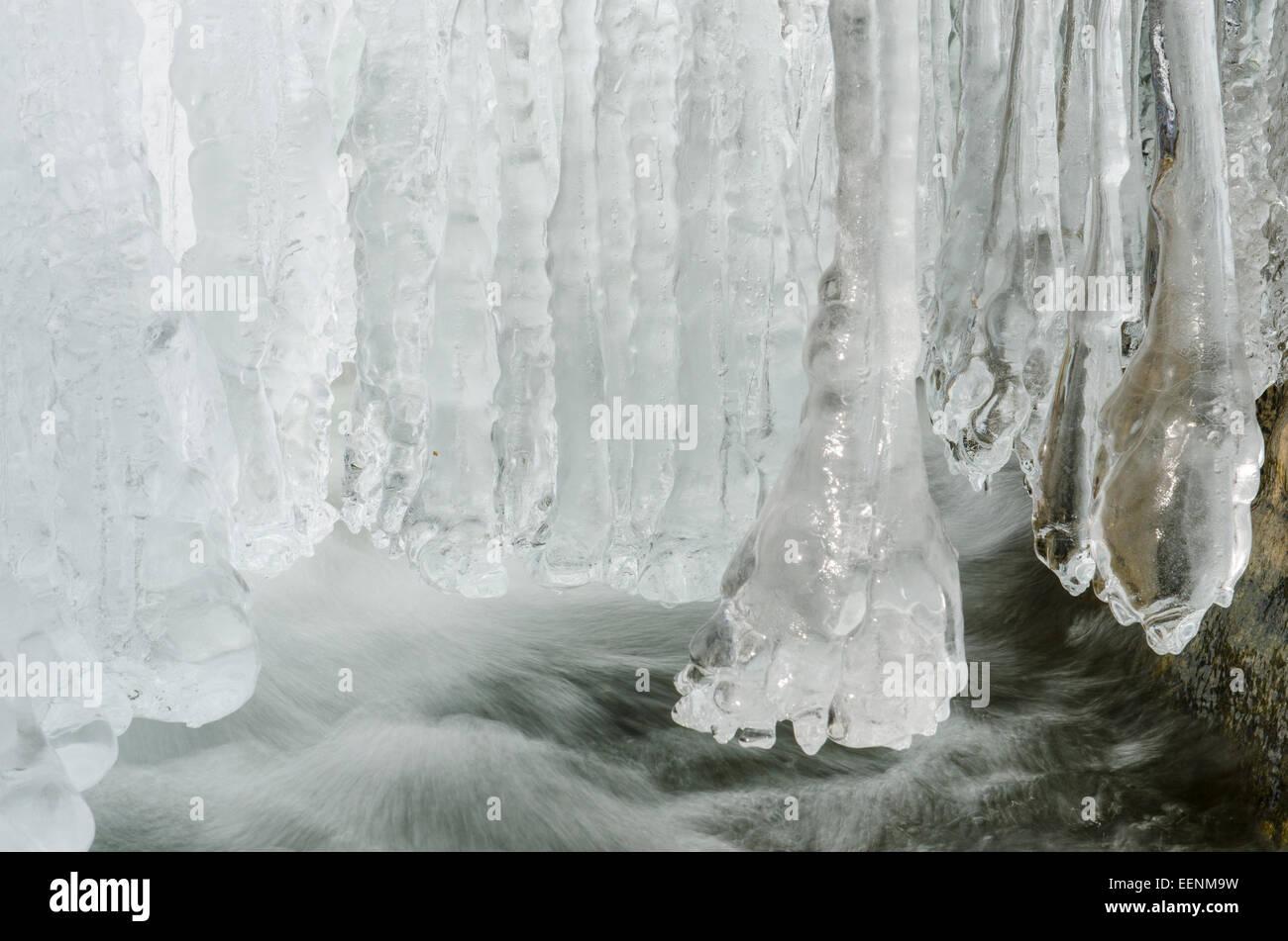 Eiszapfen eine Einem Bach, Atndalen, Hedmark Fylke, Norwegen, April 2012 Stockbild