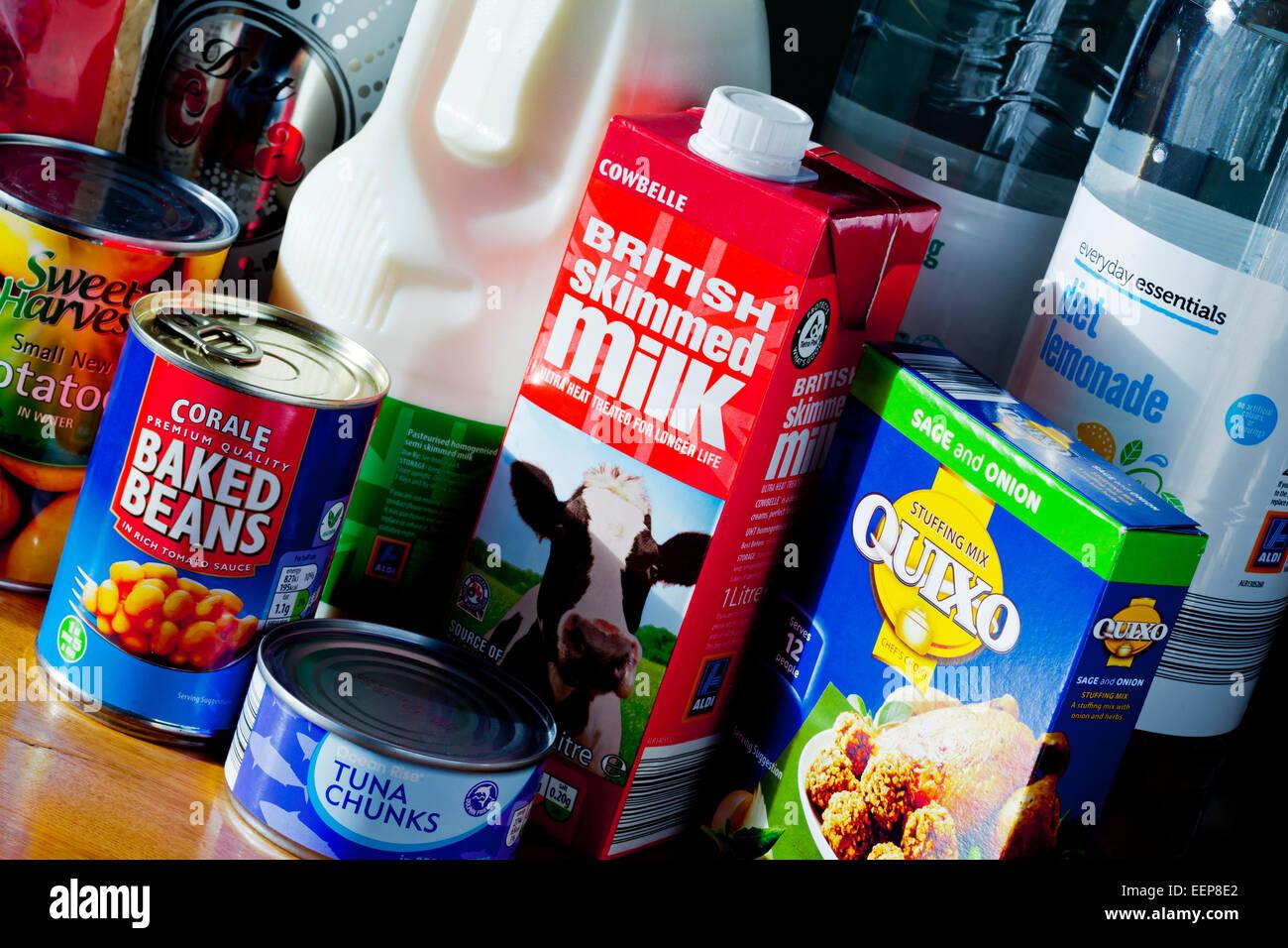 Auswahl der Speisen und Getränke Eigenmarken von Aldi eine ...