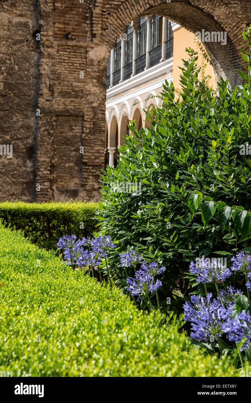 andalusian garden stockfotos andalusian garden bilder alamy. Black Bedroom Furniture Sets. Home Design Ideas