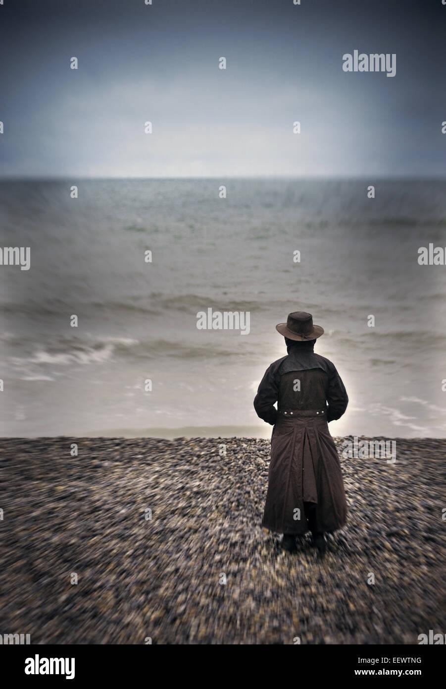 Frau, Blick auf das Meer Stockbild