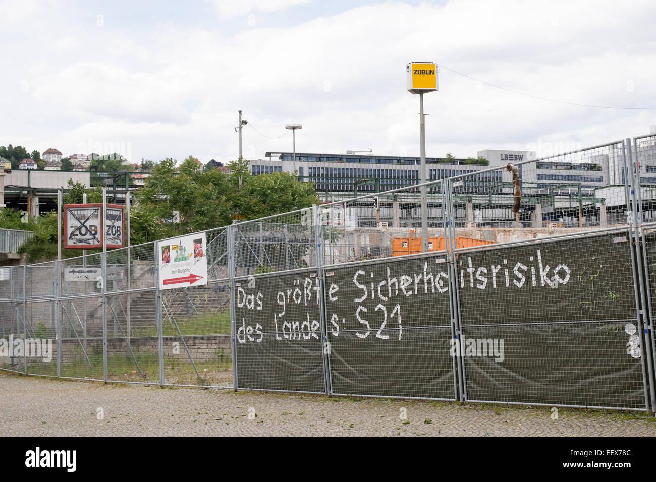 Zaun Rund Um Die Baustelle Mit Protestnote Stuttgart Train Station