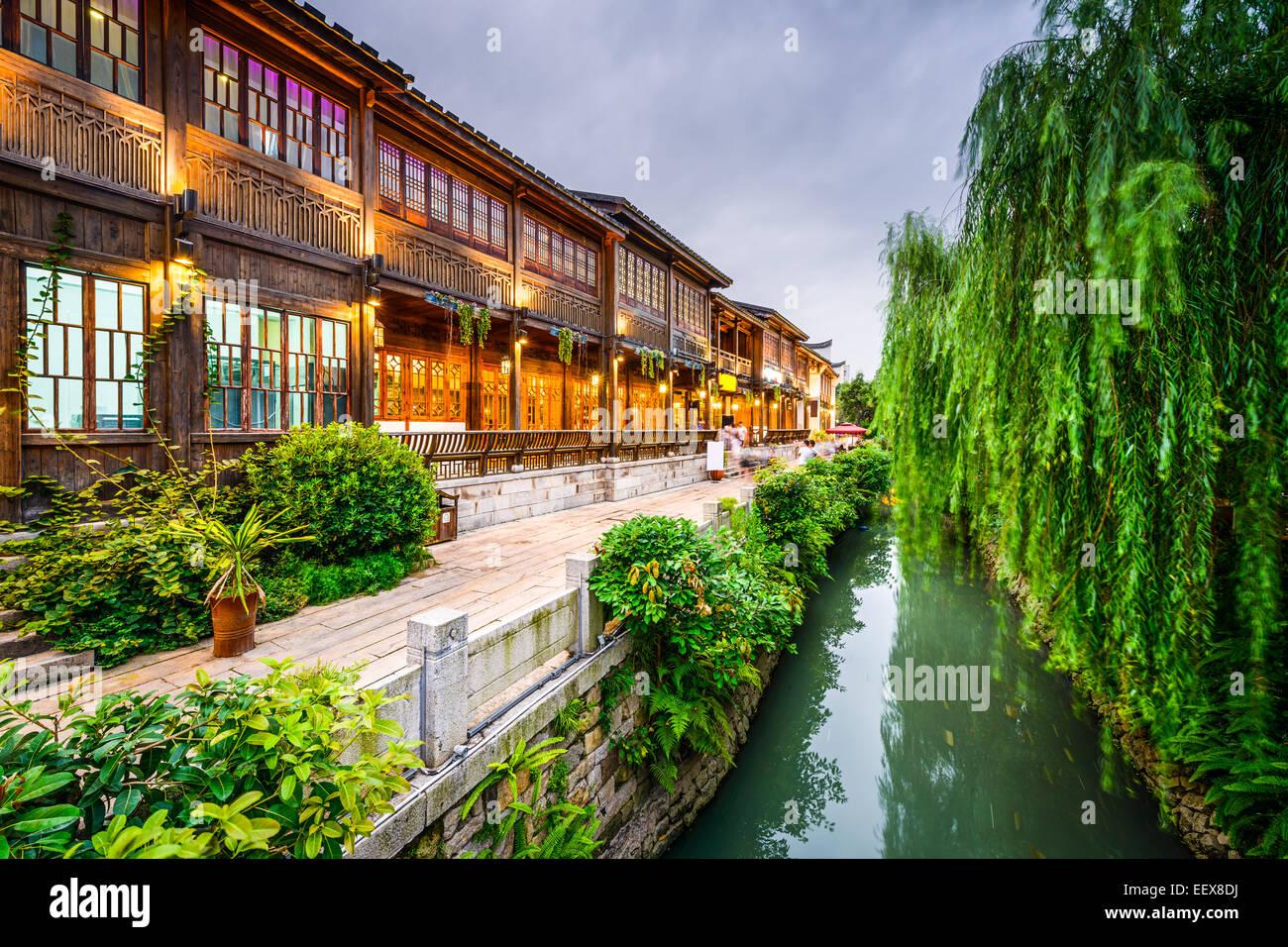 Fuzhou, China auf drei Fahrspuren sieben Gassen traditionellen Einkaufsviertel. Stockbild