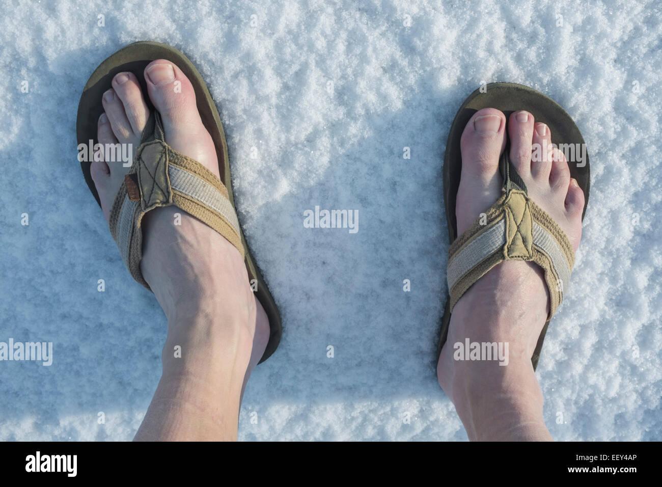 promo code 12590 7adf3 Barfuß in Flip-Flops im Schnee Stockfoto, Bild: 78042798 - Alamy