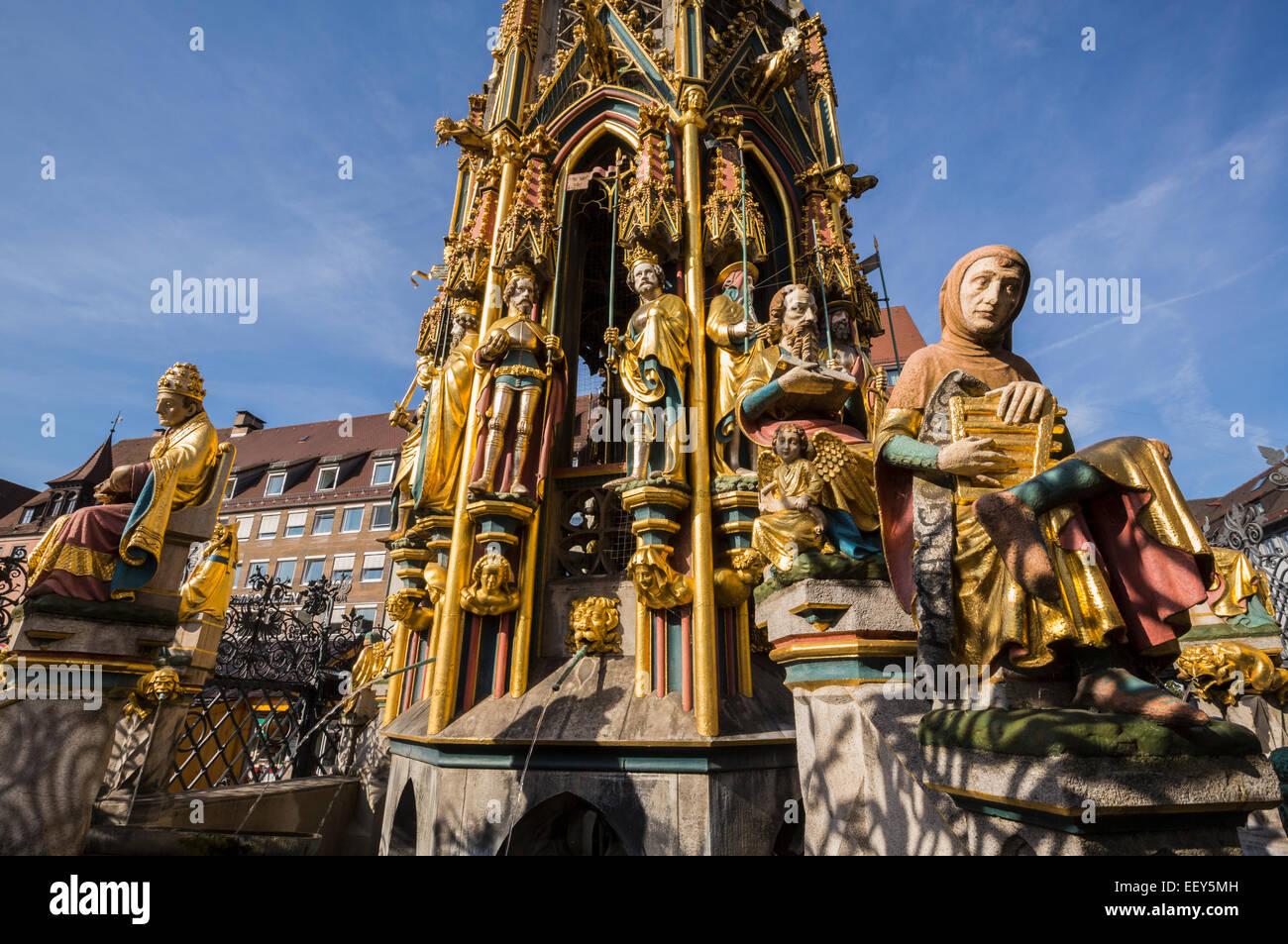 Detail der schöner Brunnen Brunnen und Statue in Markt-Platz von Nürnberg, Deutschland Stockbild