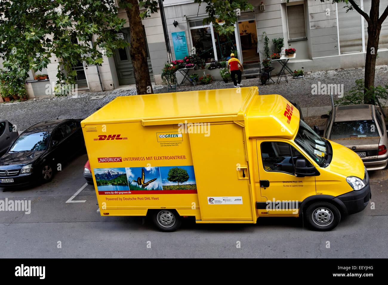 Dhl Paket Auto Stockfoto Bild 78053964 Alamy