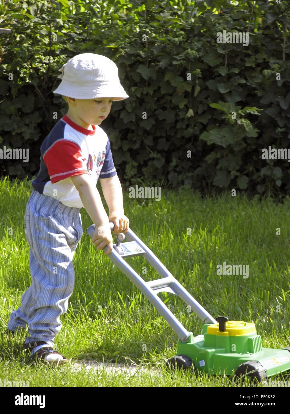 garten-junge rasenmaeher art kindheit kinderrasenmaeher spielzeug