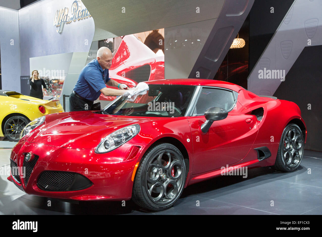 Alfa Romeo 4c Engine Diagram Stockfotos Bilder Alamy Detroit Michigan Ein Arbeiter Poliert Der Auf North American International