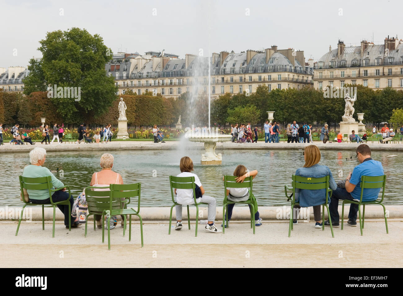 Brunnen in der Jardin des Tuileries, Paris, Frankreich ...