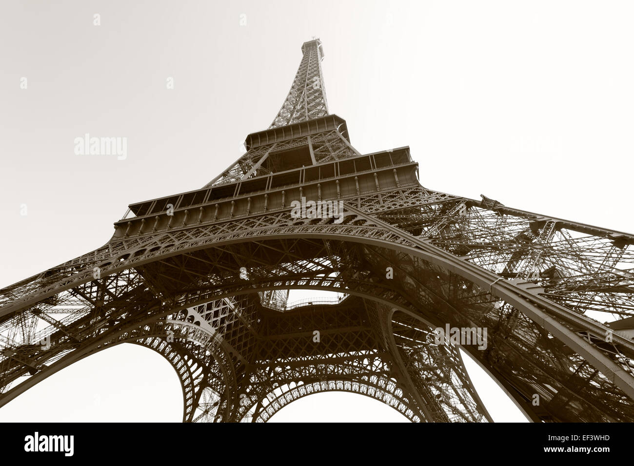 eiffelturm paris schwarz wei bild sepia get nt. Black Bedroom Furniture Sets. Home Design Ideas