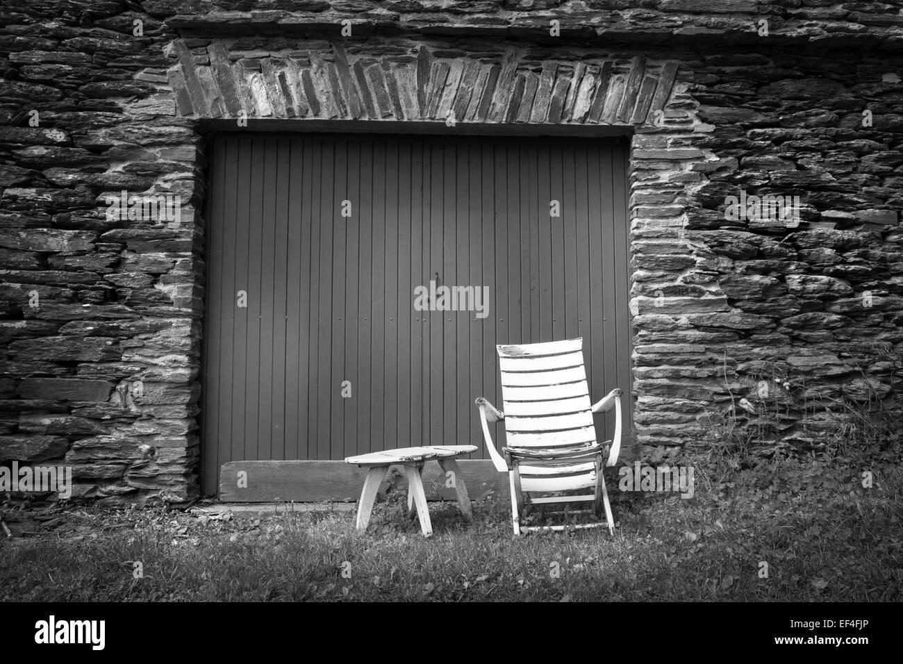 alten Stuhl Schiefer Wand Stockbild
