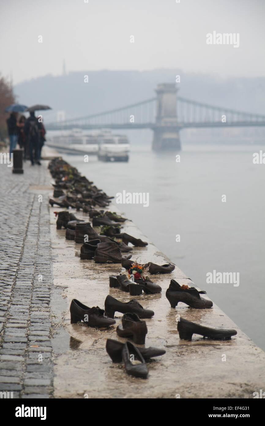 Die Schuhe Am Donauufer Ist Ein Denkmal In Budapest Ungarn Im Jahr