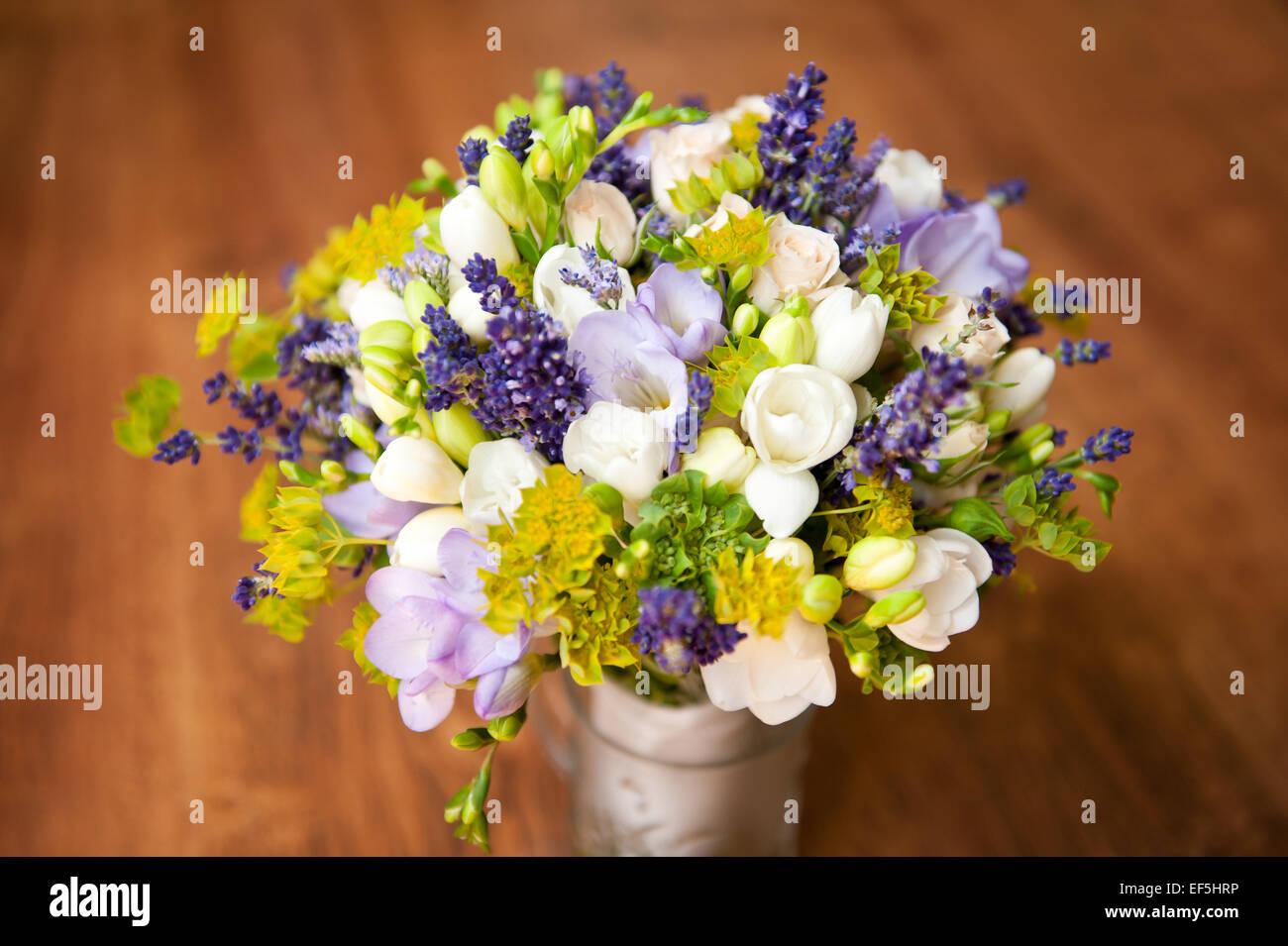Bridal Freesie Lila Blumenstrauss Hochzeitsblumen Stockfoto Bild