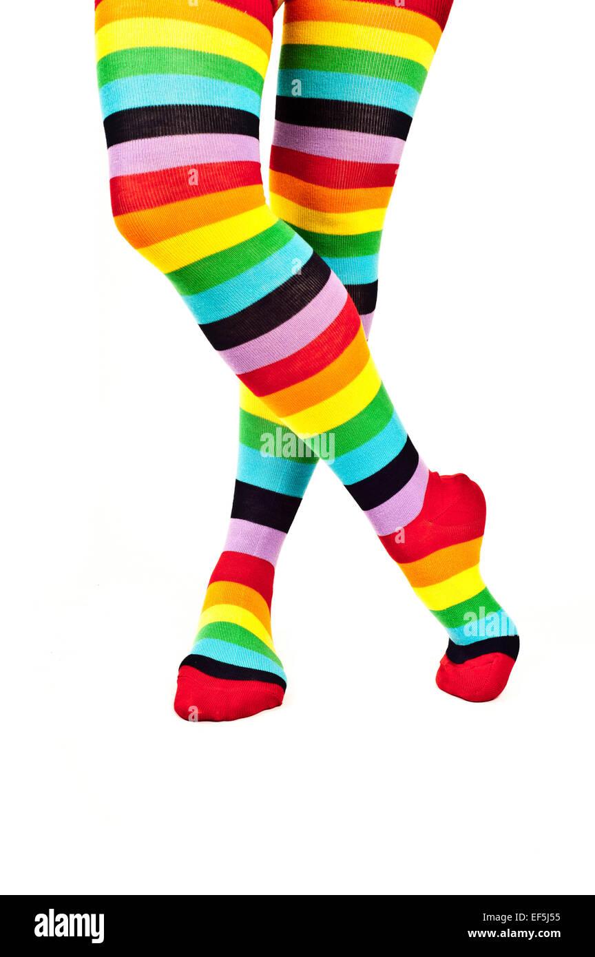 ästhetisches Aussehen abgeholt süß billig Frau Beine tragen bunte Regenbogen Kniestrümpfe Socken ...