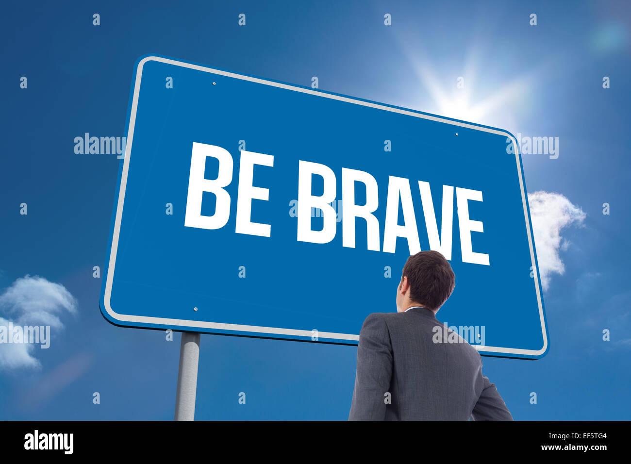 Seien Sie mutig gegen Himmel Stockbild