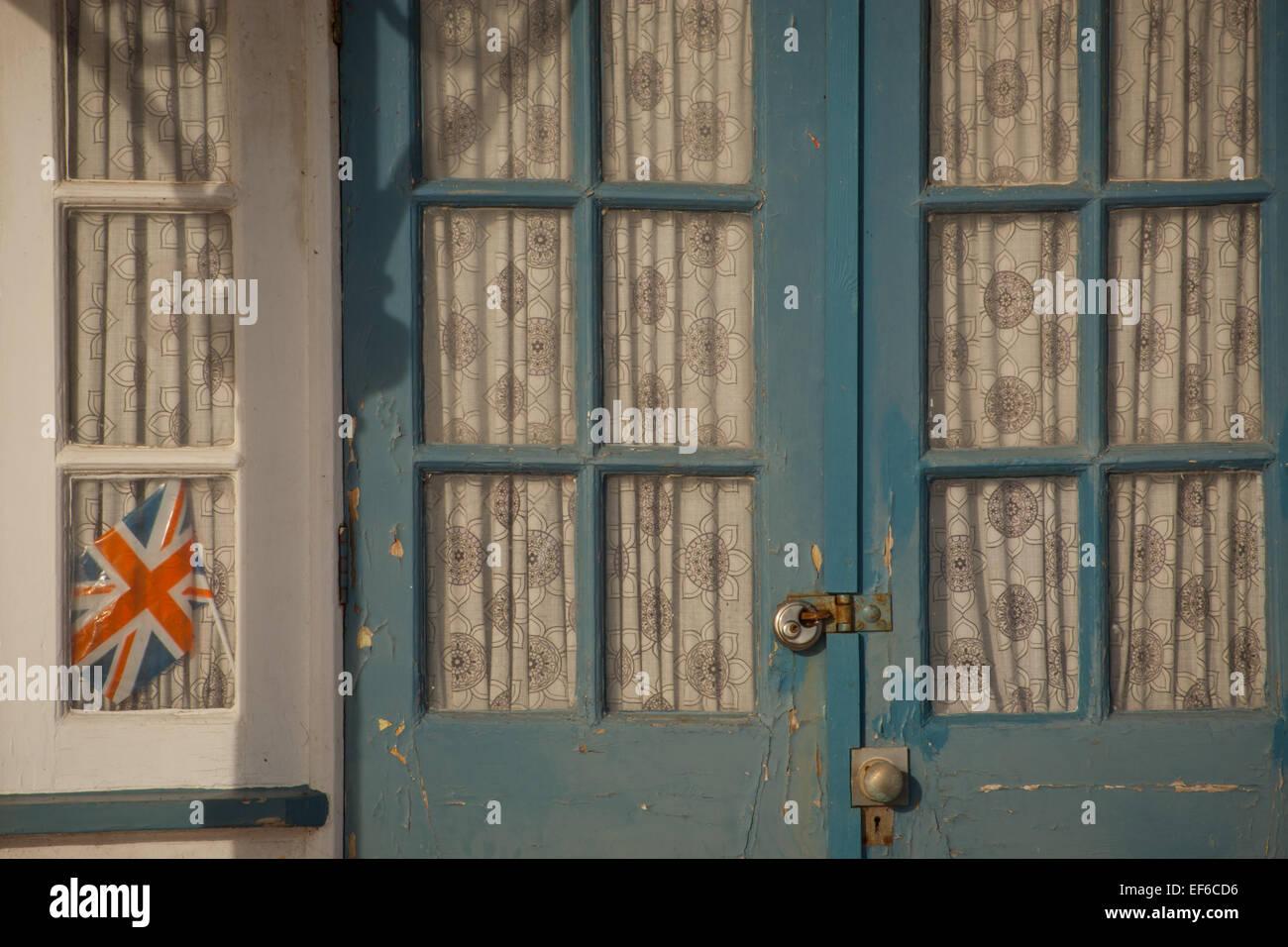 Mini Kühlschrank Union Jack : Union jack window stockfotos union jack window bilder alamy