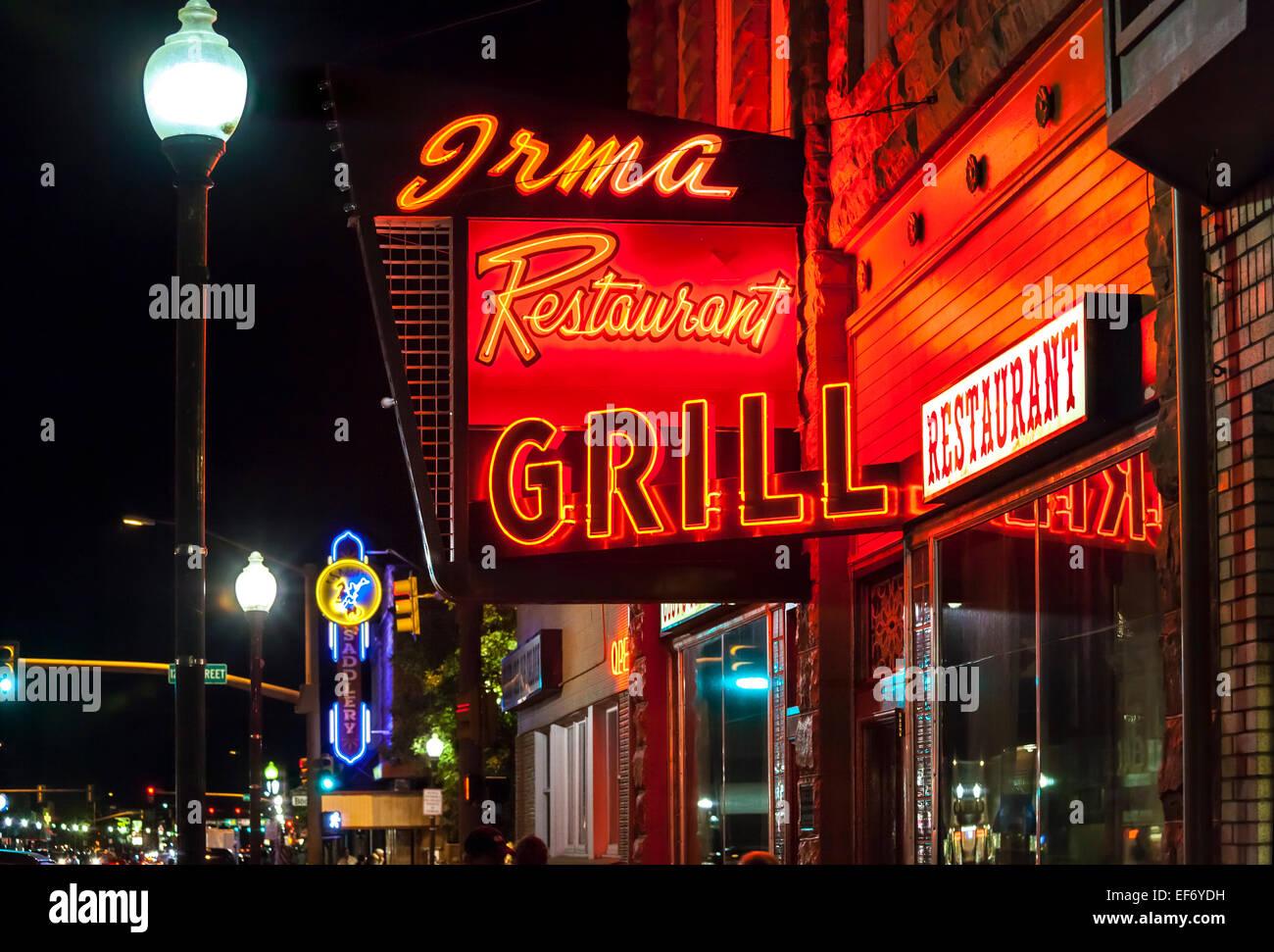 Irma Hotel Restaurant Grill in Cody, Wyoming. Vintage Leuchtreklame. Stockbild