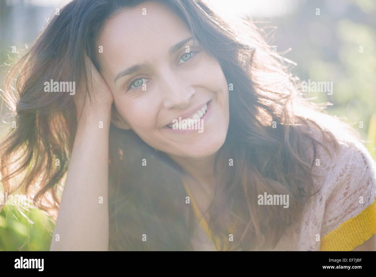 Porträt einer schönen Frau, Lächeln Stockbild